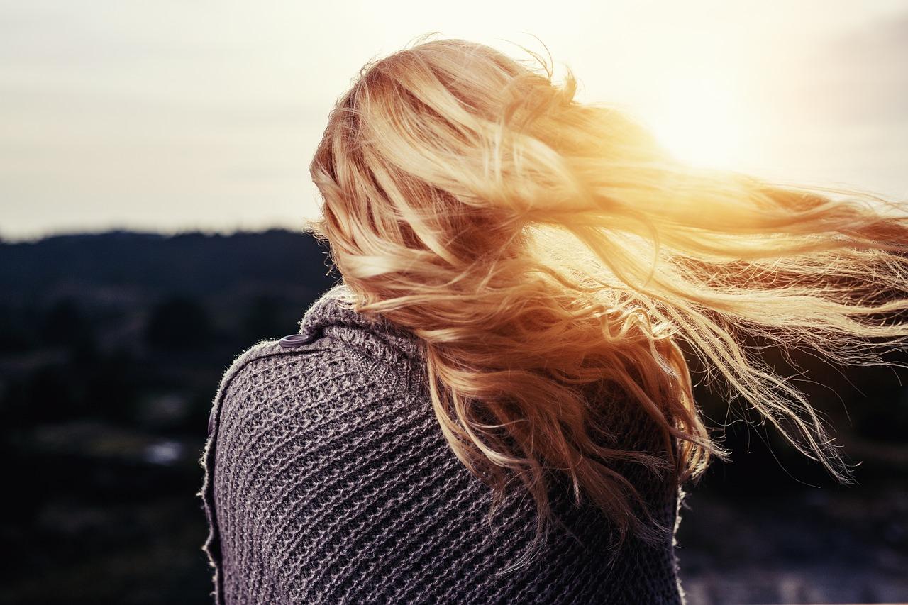 Comment faire pousser ses cheveux plus vite [Remède Maison]
