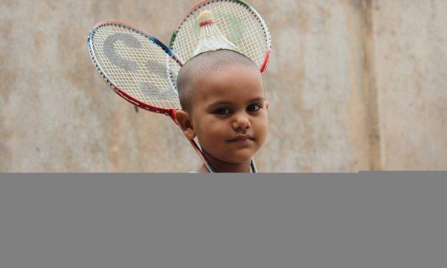 Le badminton exige des équipements adaptés