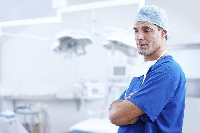 Avant, pendant et après : comment se déroule une chirurgie LASIK ?